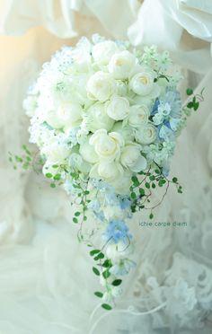 セミキャスケード ペニンシュラ東京様へ 冬の白、淡い青で : 一会 ウエディングの花