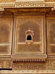 Mughal Architecture, Asian Architecture, Ancient Architecture, Beautiful Architecture, Architecture Design, Jaali Design, Mandir Design, Home Stairs Design, Wooden Door Design