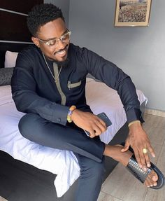 Men them! African Men Fashion, African Beauty, Mens Fashion, Fashion Trends, Mens Slippers, Dapper, Outfits, Instagram, Moda Masculina