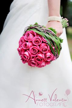 Stunning design, makes a great statement piece.- Stunning design, makes a great statement piece. Stunning design, makes a great statement piece. Pink Flower Girl Dresses, Pink Wedding Theme, Hand Bouquet, Arte Floral, Bride Bouquets, Bridal Flowers, Floral Arrangements, Wedding Inspiration, Wedding Ideas