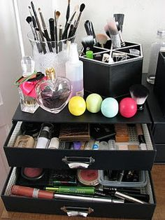 make up organizer...I love this one...I need to get one like this....