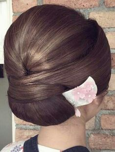 how-to-do-hair-in-a-classic-french-twist - Fab New Hairstyle 2 Sleek Hairstyles, Wedding Hairstyles, Hair Up Styles, Hair Arrange, Japanese Hairstyle, Layered Haircuts, Long Hair Cuts, Hair Dos, Bridal Hair