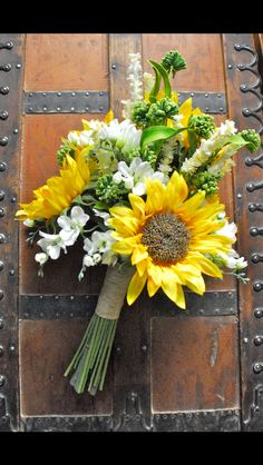 The perfect rustic sunflower wedding bouquet
