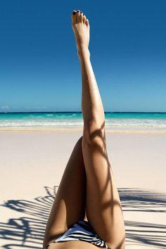 Travel Pictures Poses Vacations New Ideas Summer Of Love, Summer Beach, Summer Vibes, Summer Legs, Ocean Beach, Beach Bum, Beach Feet, Summer Sport, Girl Beach