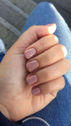 Semi-permanent varnish, false nails, patches: which manicure to choose? - My Nails Mauve Nails, Manicure And Pedicure, Nails Rose, How To Do Nails, Fun Nails, Fall Gel Nails, Fall Nail Polish, White Nail Polish, Red Nail