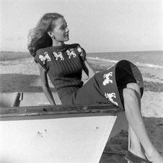 1940s novelty sweater photo print ad model beach
