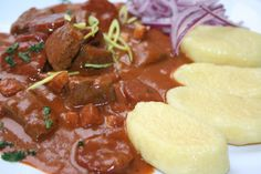 Goulash of Hungarian Count - Guláš uherského grófa recept - TopRecepty. Top Recipes, Beef Recipes, Cooking Recipes, Czech Recipes, Ethnic Recipes, Modern Food, Easy Cooking, Main Meals, Stew