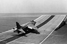O Ski-Jump, uma invenção inglesa, reduziu os custos operacionais de um porta-aviões (Royal Navy)