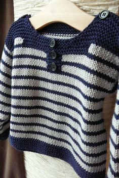 """cotton or wool from 1 month to 18 months. Pictures of a striped and plain version. [ """"Petit mousse / Striped Sweater / 1 mois - 18 mois (free pattern in fren Baby Knitting Patterns, Knitting For Kids, Knitting Designs, Baby Patterns, Baby Cardigan, Crochet Cardigan, Tricot Baby, Pull Bebe, Baby Sweaters"""