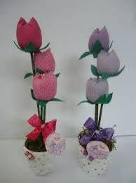 Resultado de imagem para arranjo de flores de fuxico
