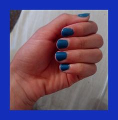 Azul intenso Convenience Store, Blue Nails