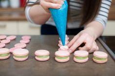 Makronky smalinovou apistáciovou náplní - Proženy Cake, Food, Luxury, Pie, Kuchen, Cakes, Torte, Cookies, Meals
