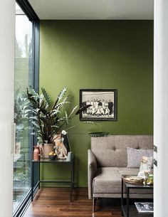 British paint manufacturer Farrow & Ball has expanded its extensive color card with nine new shades. Carefully chosen to balance Farrow & Ball'. Living Room Green, Paint Colors For Living Room, Bedroom Colors, Green Paint Colors, Wall Colors, Green Room Colors, Green Wall Color, Farrow Ball, Farrow And Ball Paint