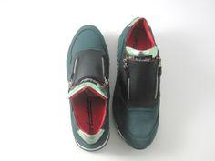 Trendy e originale sneakersport moda uomo.è un modello di moda essenziale, perfetto per questa stagione.
