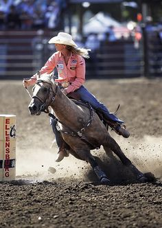 Sherry Cervi & Stringray                                                                                                                                                                                 More