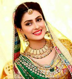 Most Stunning Girl Ayeza khan Rasm-e-Hina Bridal Mehndi Dresses, Pakistani Bridal Wear, Stunning Girls, Beautiful Girl Image, Beautiful Couple, Ayeza Khan Wedding, Bridle Dress, Indian Bridal Makeup, South Asian Bride