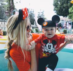 Well obviously we have to take them to Disneyland. Cute Family, Baby Family, Family Goals, Cute Kids, Cute Babies, Babies Stuff, Disney Babys, Disney World Pictures, Barefoot Blonde