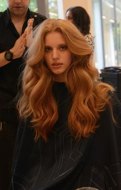 hairstyles Chic Long Coral Curl Voluminous Hairstyle With Hair Extensions coral hair extensions Real Human Hair Extensions, Tape In Hair Extensions, Hairstyles With Extensions, My Hairstyle, Pretty Hairstyles, 70s Hairstyles, Big Waves Hairstyle, Coral Hair, Curly Hair Styles