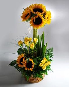 Floral Arrangement - sunflowers and yellow roses Sunflower Arrangements, Modern Flower Arrangements, Fall Arrangements, Ikebana, Deco Floral, Arte Floral, Fleur Design, Corporate Flowers, Church Flowers
