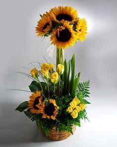 Girasoles y rosas amarillas
