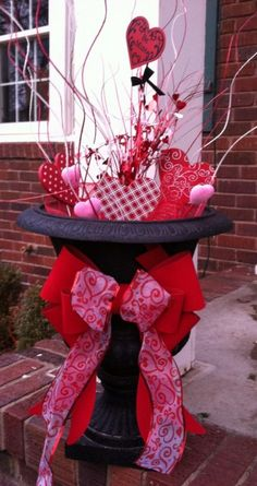 Easy Valentines Decoration Ideas You Should Try Fo - St Valentin Fleurs Saint Valentine, Valentine Tree, My Funny Valentine, Valentine Day Crafts, Happy Valentines Day, Holiday Crafts, Holiday Fun, Pinterest Valentines, Christmas Ideas