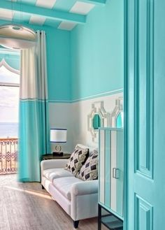What comes in your mind when you read turquoise room ideas? Here you'll find turquoise living room, bedroom, and kitchen inspirations! Turquoise Cottage, Turquoise Home Decor, Turquoise Room, Turquoise Decorations, Aqua Decor, Turquoise Accents, Room Decorations, Tiffany Room, Azul Tiffany