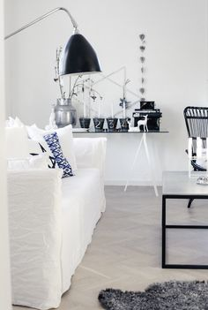 Blue and white is so fresh. Love the display table at the back..