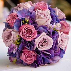 bruidsboeket rozen hortensia paars roze