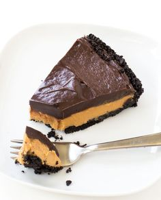 Super Easy No Bake Chocolate Peanut Butter Pie. Oreo Cookie Crust layered with a peanut butter filling and chocolate ganache! No bake desserts are perfect for the summer time. Just mix up the ingredients and place it in the fridge to set. No oven required. ThisChocolate Peanut Butter Pie is amazingly decadent and rich. You …