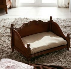 Adapting a dog or cat? Luxury Beds for Pet, it's a cute antique furniture. Puppy Kennel House Cushions included