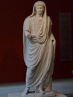 Augusto de la vía Labicana, de época imperial representa al emperador como sacerdote (Pontifex Maximus)
