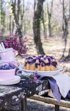 Lemon and blueberry bundt cake Bunt Cakes, Cupcake Cakes, Healthy Pastas, Healthy Recipes, Healthy Food, Blueberry Bundt Cake, Lemon Curd, Cream Recipes, Sin Gluten