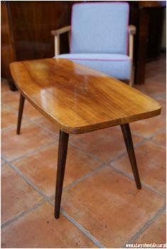 Moda na designerskie projekty z lat 50-tych i 60tych XXw. nabiera coraz większego tempa. Wystarczy przejrzeć któryś z wnętrzarskich magazynów, by przekonać, że wzornictwo przemysłowe jest niezmienn... Mid Century Design, Mid-century Modern, Restoration, Dining Chairs, Art Deco, Table, Room, Furniture, Home Decor