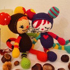Zwei Spielgefährten #niggyarts #häkelmäuse #crochetmouse #amigurumidoll #handmade #mäuschen #farbenfroh #buntespielgefährten #fabelwesen #fantasydoll