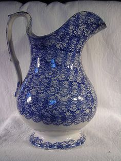 Woooow!!! English staffordshire iron stone blue/white spongeware pitcher of 1840s. No mark on bottom (pre dates it to 1842, which was lst china registry). 11.5 in tall, Exc condition.