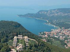Una delle tante escursioni possibili durante una vacanza sul Lago di Garda, è quella all'Eremo di San Giorgio, da cui si può godere di una vista e di un panorama davvero suggestivo. L'eremo sorge sul Monte S. Giorgio, un promontorio sopra la sponda orientale del lago di Garda, tra Bardolino e  Garda, e  fu fondato nel 1663 da due monaci camaldolesi.
