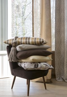 Shades of taupe brown and dark chocolate. Classic luxury at its best.