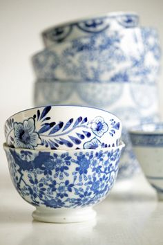 Blue and white china bowls Blue And White China, Blue China, Love Blue, Chinoiserie, Ivy House, White Dishes, French Country Style, Ginger Jars, White Decor