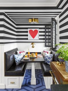 Smart Kitchen Redecorating Ideas : Rooms : Home & Garden Television Kitchen Banquette, Dining Nook, Dining Room Design, Dining Table, Kitchen Nook, Layout Design, Interior Exterior, Interior Design, Black Kitchen Island