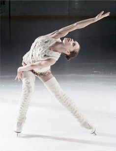 Figure skating, leg warmers, and anything knitted. I love this picture on so many levels! Skates, Roller Skating, Roller Derby, Ice Skaters, Ice Dance, V Magazine, Figure Skating Dresses, Ballet, Blade Runner
