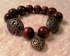Zuzana Saki / náramok - hnedé drevené korálky s oválnymi bronzovými filigránmi a srdiečkom