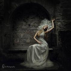 Model: @sandrakelleter  #fantasy #photography #portrait #cuphotographybysilkejuelicher #model #inszenierung #outdoor #magic #fairy #fairytale #costume #headdress #headpiece #forest #dream #dreamy #art #queenofthewoods #photoart #handmade #fineart