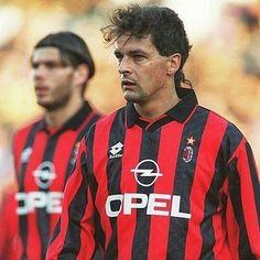 Roberto Baggio (The Divine ponytail) & Zvonimir Boban❤♥ . Milan Wallpaper, Roberto Baggio, Ac Milan, Athlete, Soccer, Ponytail, Walt Disney, Brain, Sports
