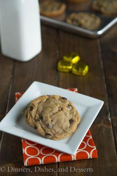 Caramel Stuffed Chocolate Chip Cookies - what could be better than a soft and chewy cookie with an gooey caramel candy inside! Chocolate Biscuits, Chewy Chocolate Chip Cookies, Carmel Cookies, Caramel Candy, Dried Apples, Dessert Recipes, Desserts, Apple Recipes, Quick Easy Meals