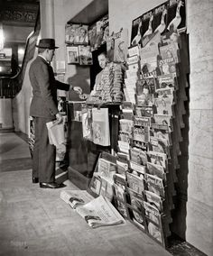 Newsstand, 1940s  vialuzfosca&1920-1950