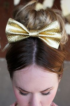 this gold hair bow is just so sweet!!