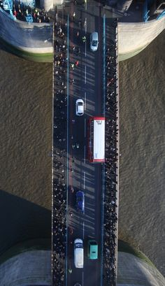 Walking FORTY <... wait for it ...> TWO meters over River Thames, London.