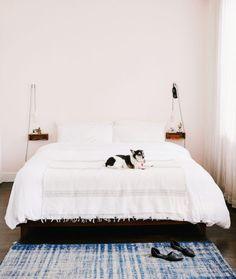 floating bedside she