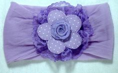 Faixinha Baby feita com meia de seda, flor feita artesanalmente ...  Não aperta e nem machuca a cabecinha do seu bebê..    Serve de 0 a 4 anos R$ 15,00