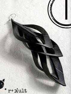 ▲Eye plume moyenne boucles d'oreilles en chambre à air souple en caoutchouc. Une paire ou un seul morceau de bijou, qui se trouve le long des lignes de culture tribale et de design industriel. Tous les bijoux de jour/nuit ▲SIZES Grand : environ 15-17 cm ou 6-6 1/2 de long (il est grand,